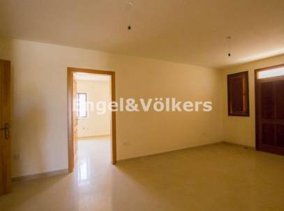 Large Maisonette with Scenic Views in Mellieha