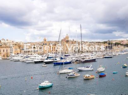 Apartment with Sea Views in Senglea