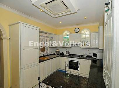 Modern Apartment with Views in B'Bugia