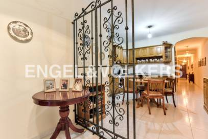 Furnished 3 Bedroom Apartment With Roof