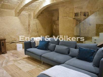 2 Bedroom House of Character for rent in Zebbug