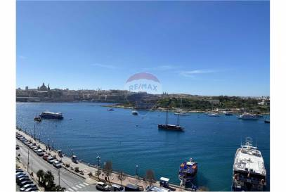 Luxury seafront apartment in Sliema