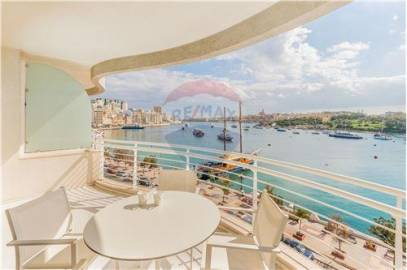 Spacious Seafront Apartment in Sliema