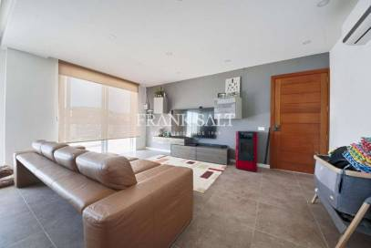 Seafront maisonette 4br with pool